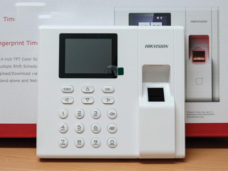 may-cham-cong-hikvision